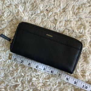 NWT BLACK FOSSIL WALLET